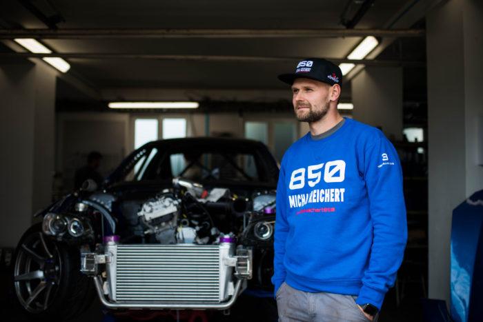 Pánská mikina BMW VRAKOVIŠTĚ CHOTĚTOV 850 Michal Reichert MODRÁ