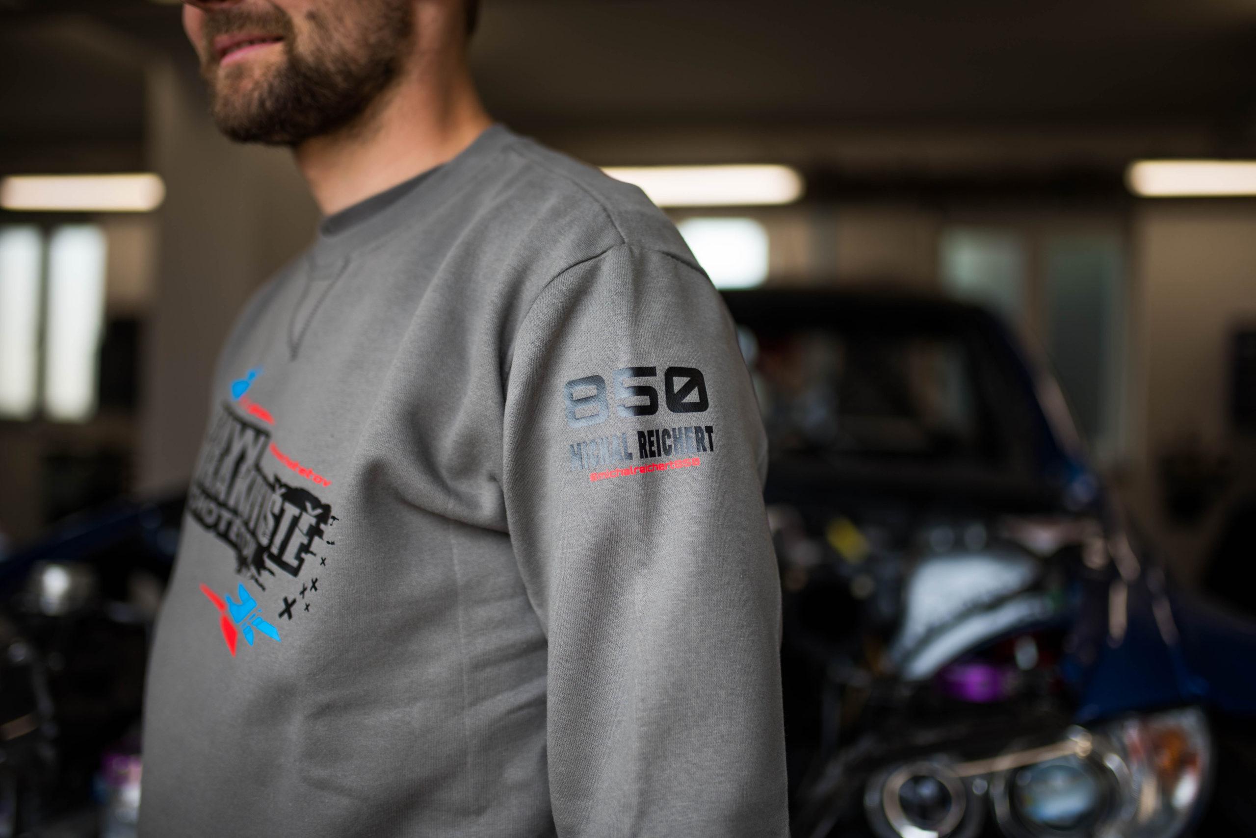 Pánská mikina BMW VRAKOVIŠTĚ CHOTĚTOV 850 Michal Reichert šedá
